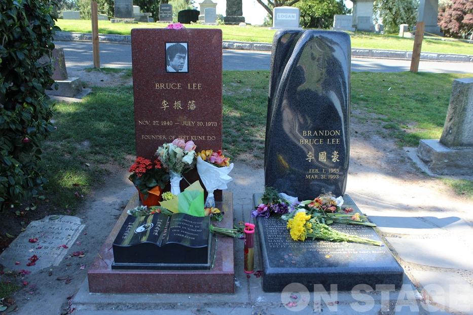 Fotó: Pogonyi Nóra - Bruce Lee és Brandon Lee sírja
