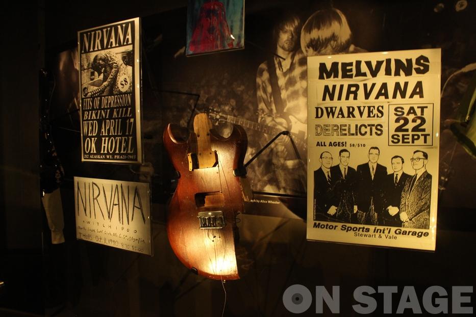 Fotó: Pogonyi Nóra - Aria Pro 2 gitár, amin Kurt Cobain játszott 1990 májusában és 1990. szeptember 22-én tört szét Seattle-ben a Motorsports International Garage-ban
