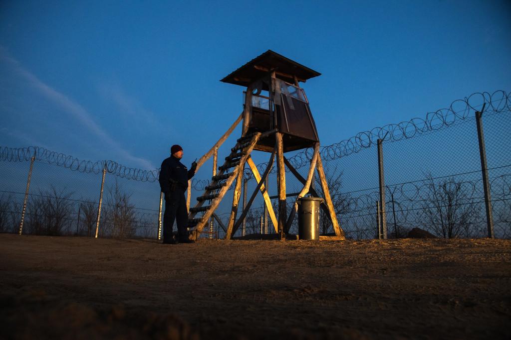 Budapest, 2020. január 27. Koszticsák Szilárd, az MTI/MTVA fotóriportere Határvadászok szilveszterkor címû képriportjának harmadik felvétele. A Magyarország déli határszakaszának védelmérõl szóló fotósorozat a 37. Magyar Sajtófotó Pályázat Képriport kategóriájában második helyezést ért 2019. január 27-én. MTI/Koszticsák Szilárd