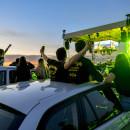 Debrecen, 2020. május 29. Rajongók a Tankcsapda zenekar autós koncertjén a Debreceni Nemzetközi Repülõtéren 2020. május 29-én. A zenekar a Szüless meg újra címû dalát az autós koncerten adta elõ elõször. Az összesen ötszáz autóval érkezõ rajongók a jelenleg érvényben lévõ járványügyi intézkedéseket betartva a jármûveikbõl hallgatták meg a különleges dalpremierkoncertet. MTI/Czeglédi Zsolt