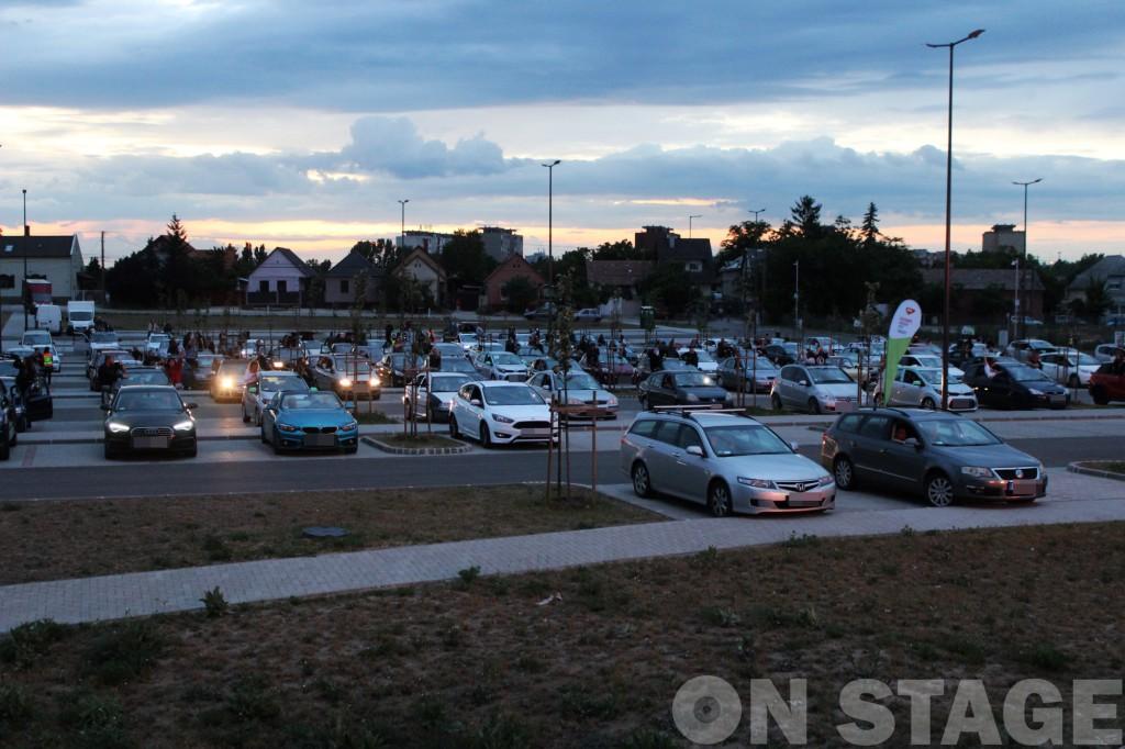 Parkolóból nézte a közönség a székesfehérvári koncertet / Fotó: Pogonyi Nóra